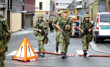 Gardister i aksjon etter terrorbomben